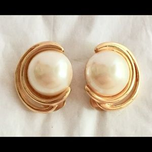 COURREGES Vintage Gold pearl earrings clip on